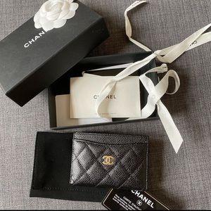 Chanel card case in caviar